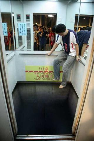 Elevator without floor